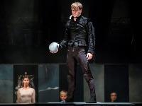 Vasyl Sevastyanov ako Hamlet v novom tanečnom predstavení Hamlet v Štátnom divadle Košice.
