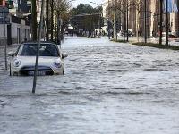 Ulice Hamburgu sú zatopené.