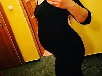 Známa herečka a speváčka ukázala tehotenské bruško.
