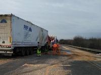 Diaľnica D1 je kvôli nehode úplne uzavretá.