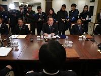 Hlava delegácie KĽDR - Ri Son Gwon (v strede)