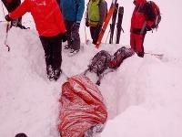 V Ždiarskej doline zasypala lavína dvoch skialpinistov, jeden neprežil