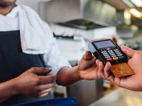 Bratislavská reštaurácia dostala od SOI pokutu za účtovanie poplatkov pri platbe kartou