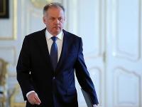 Prezident Andrej Kiska prichádza počas vyhlásenia k aktuálnej politickej situácii v Prezidentskom paláci.