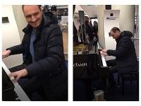 Jozef Hollý si zahral na talianskom letisku