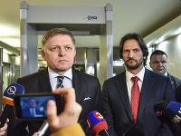 Na snímke sprava premiér SR Robert Fico a minister vnútra SR Robert Kaliňák.