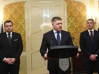 Na snímke zľava predseda SNS Andrej Danko, predseda strany Smer-SD a premiér SR Robert Fico a predseda Most-Híd Béla Bugár