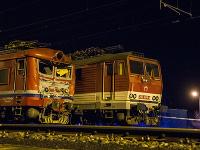 Na snímke záchranári a cestujúci z havarovaného vlaku v Pezinku 16. marca 2018.