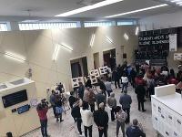 Študenti Paneurópskej súkromnej školy otvorili výstavu Jána Kuciaka.
