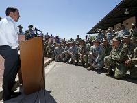 Guvernér Arizony Doug Ducey a Národná garda