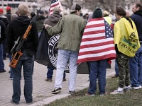 Demonštrácie stúpencov strelných zbraní