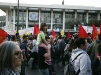 Demonštranti v Aténach