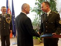 Šéf rezortu obrany ocenil profesionálneho vojaka Miloša Karella za záchranu 11-ročného topiaceho sa chlapca.