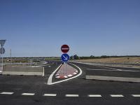 Na snímke zrekonštruovaný most nad diaľnicou D1 na ceste I/61 pri obci Blatné v okrese Senec