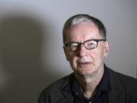 Anders Olsson, švédsky spisovateľ a člen Švédskej akadémie, reční počas rozhovoru v Štokholme.