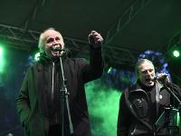 Michael Kocáb (vľavo) sa pravidelne zúčastňuje na spomienkových akciách pre Jána a Martinu.