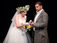 Adriana Banásová ako Zerlina a Marek Gurbaľ ako Don Giovanni v novom naštudovaní opery Don Giovanni v Štátnom divadle Košice.