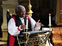 Americký biskup Michael Curry počas kázne na kráľovskej svadbe princa Harryho.