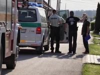 Polícia pred domom zavraždeného novinára.