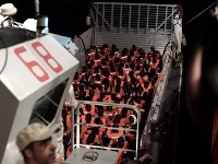 Migranti na lodi.