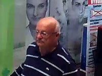 Polícia pátra po totožnosti muža (na snímke)