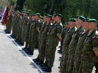 Vojaci pred odchodom do Lotyšska