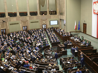 Poslanci dolnej komory poľského parlamentu