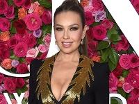 Thalía je krásna žena.