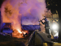 Vo Francúzsku pretrvávajú nepokoje
