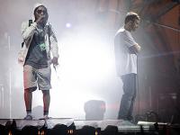 Skupina Gorillaz počas vystúpenia na festivale Roskilde.