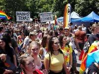 V Bratislave sa zišli stovky ľudí, ktorí bojujú za práva homosexuálov.