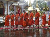 Chlapcov zachránených z jaskyne vysvätili v budhistickom chráme