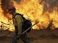 Lesné požiare v Kalifornii pripravili o život najmenej päť ľudí.