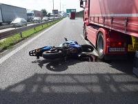 Motocyklista po nehode skončil s ťažkými zraneniami