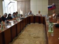 Zasadnutie krízového štábu k epidémii osýpok v Michalovskom okrese na Okresnom úrade v Michalovciach