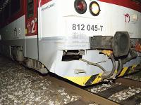 Na snímke osobný vlak, ktorý zrazil  27-ročného cyklistu na nechránenom železničnom priecestí v obci Kmeťovo v okrese Nové Zámky