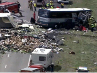 Zrážka autobusu a nákladného auta si vyžiadala sedem mŕtvych