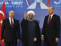 Na snímke zľava ruský prezident Vladimir Putin, iránsky prezident Hasan Rúhání a turecký prezident Recep Tayyip Erdogan