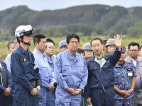 Japonský premiér navštívil oblasť postihnutú zemetrasením