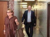 Kandidát na primátora Košíc na súde so svojou manželkou.