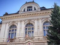 Na snímke novinári pred budovou Špecializovaného trestného súdu v Banskej Bystrici
