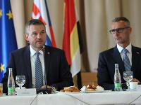 Predseda vlády SR Peter Pellegrini a podpredseda vlády SR pre investície a informatizáciu Richard Raši.