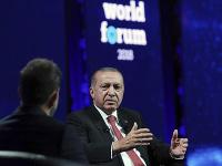 Turecký prezident Recep Tyyip Erdogan na konferencii v Istanbule.