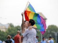 Rumunsko si dnes vyberá, ako bude vyzerať manželstvo.