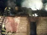 Pri požiari domu v obci Chrámec sa zranili dve osoby.