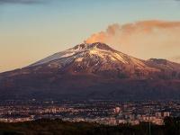Etna a pod ňou ležiaca Catania
