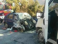 Zrážka troch áut ochromila dopravu.