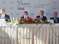 Na snímke zľava prezident Poľskej republiky Andrzej Duda, prezident Maďarskej republiky János Áder, prezident Slovenskej republiky Andrej Kiska a prezident Českej republiky Miloš