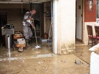 Francúzsky vidiek bičujú mohutné záplavy.