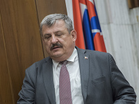 Predseda Výboru NR SR pre obranu a bezpečnosť Anton Hrnko (SNS).